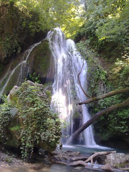آبشار خزه ای کبودوال واقع در شهر علی آباد کتول