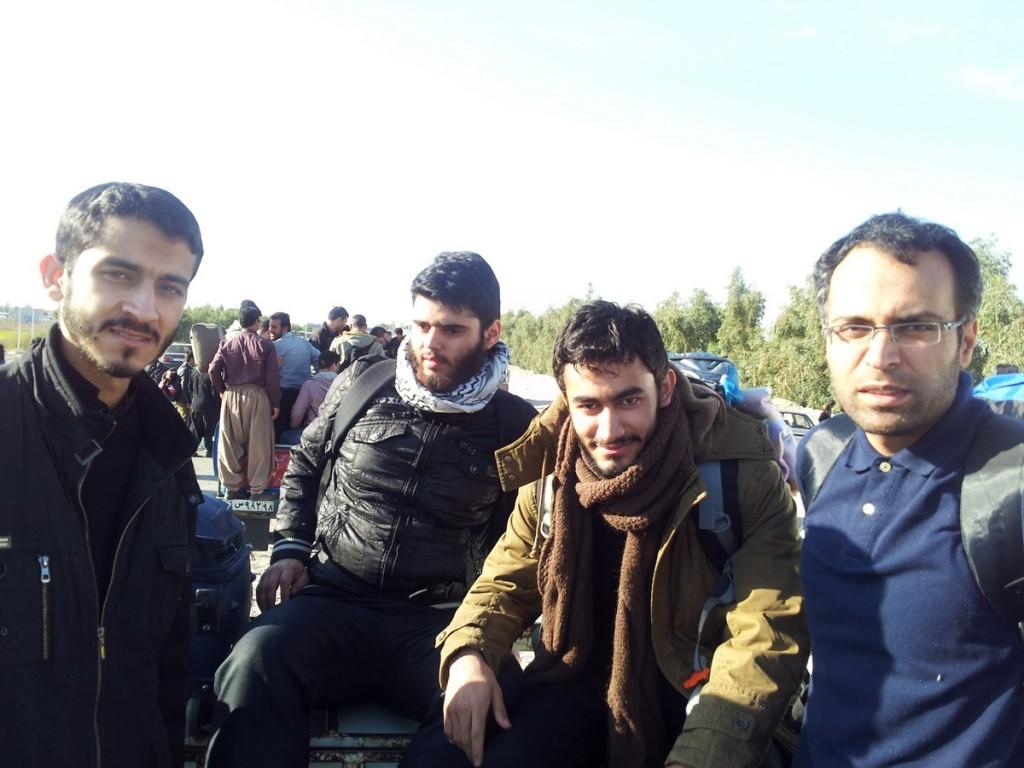 Mounting on Vanet vehicle to reach Mehrans border, Arbaeen 2014 - سوار بر وانت برای رسیدن به جاده مرزی مهران
