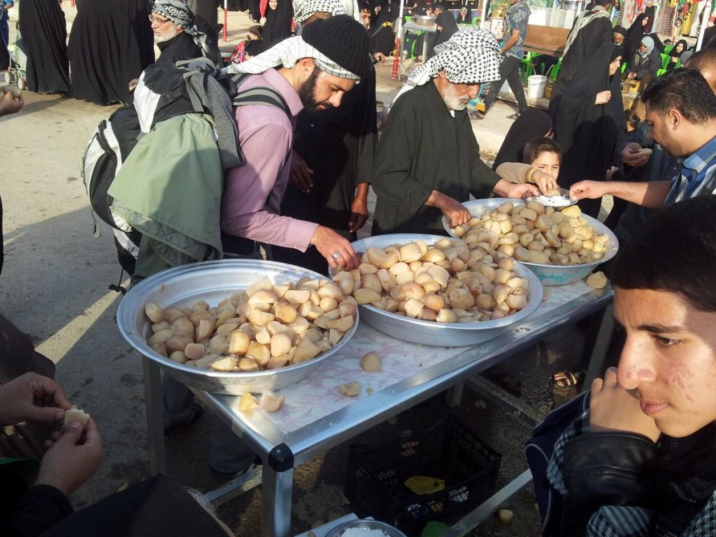 Free Turnip for Walking Pilgrims - Arbaeen 2014 - شلغم پخته برای زائرین پیاده در اربعین 1436