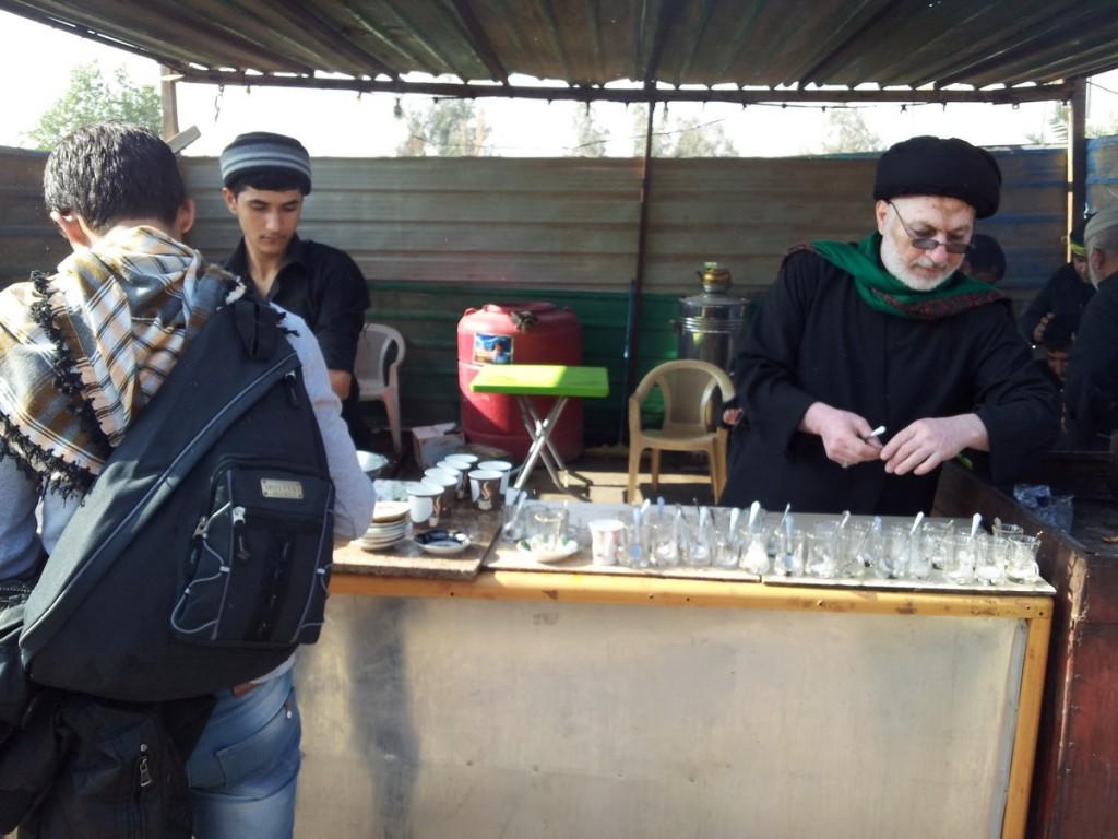 A Mookeb preparing Tea for Shia pilgrims - سید خدا مشغول تهیه چای برای شیعیان اباعبدالله