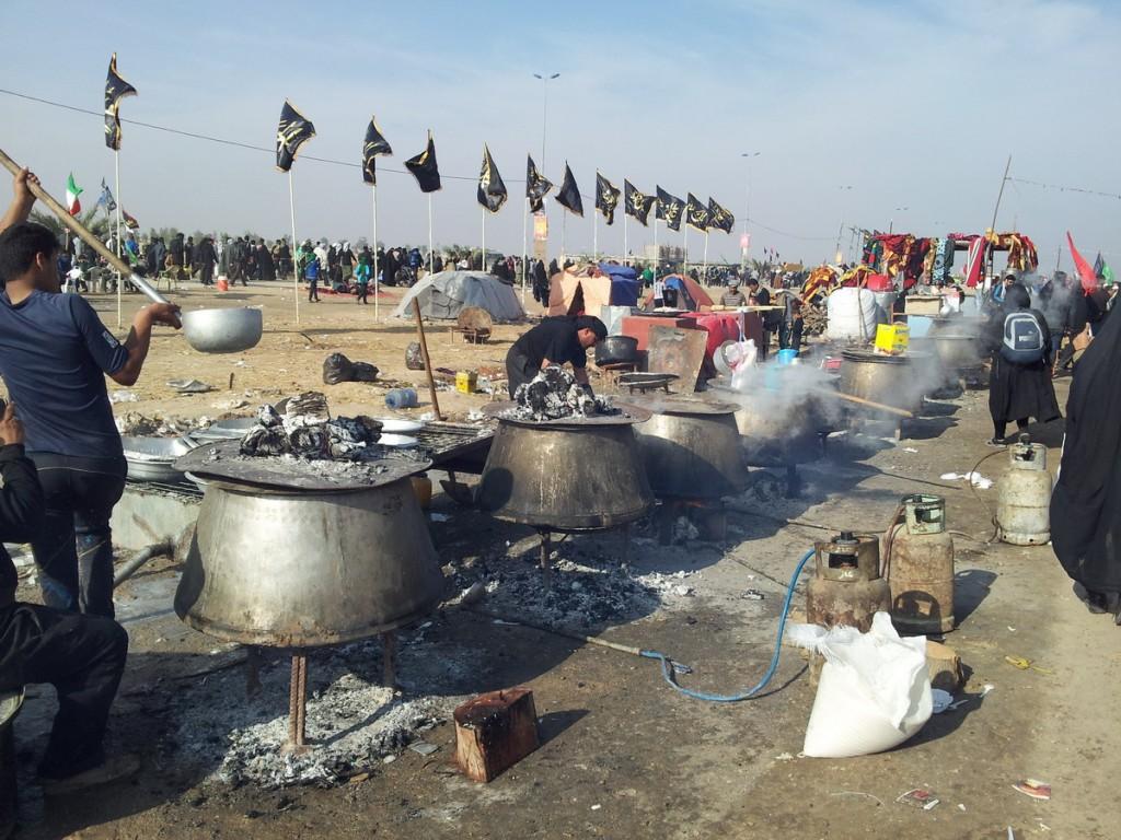Preparing Free Food by Volunteers for Pilgrims in Arbaeen 2014 - تهیه ناهار برای زائرین اباعبدالله الحسین علیه السلام