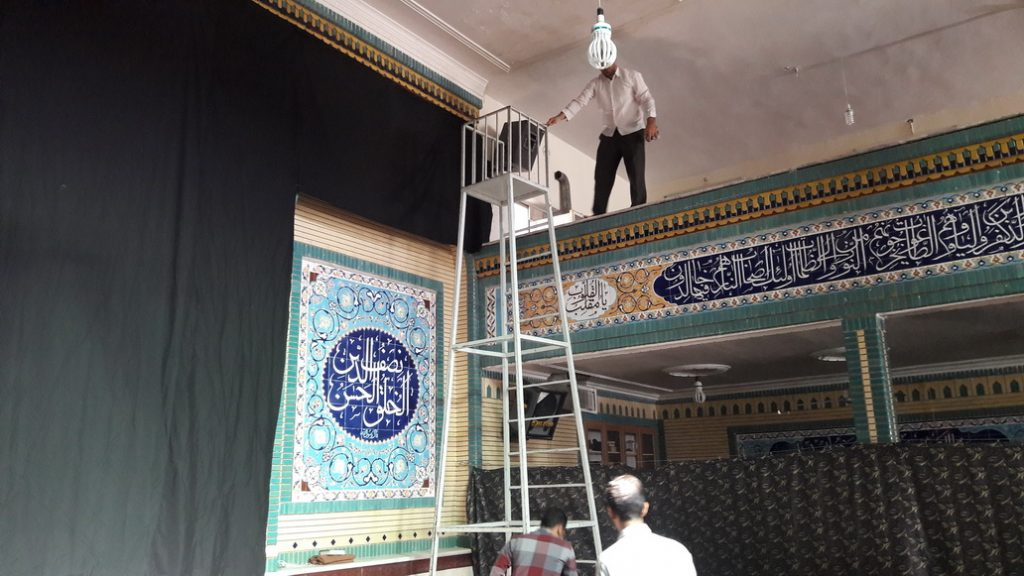 Preparing for Muharram - سیاه پوش کردن برای محرم